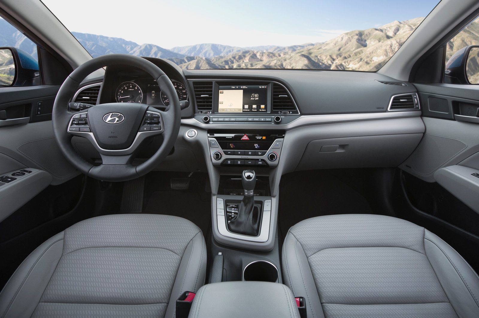 Hyundai Elantra Хендай Элантра 2017 года фото новой